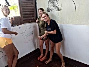 Lexias hostel el nido friends having fun