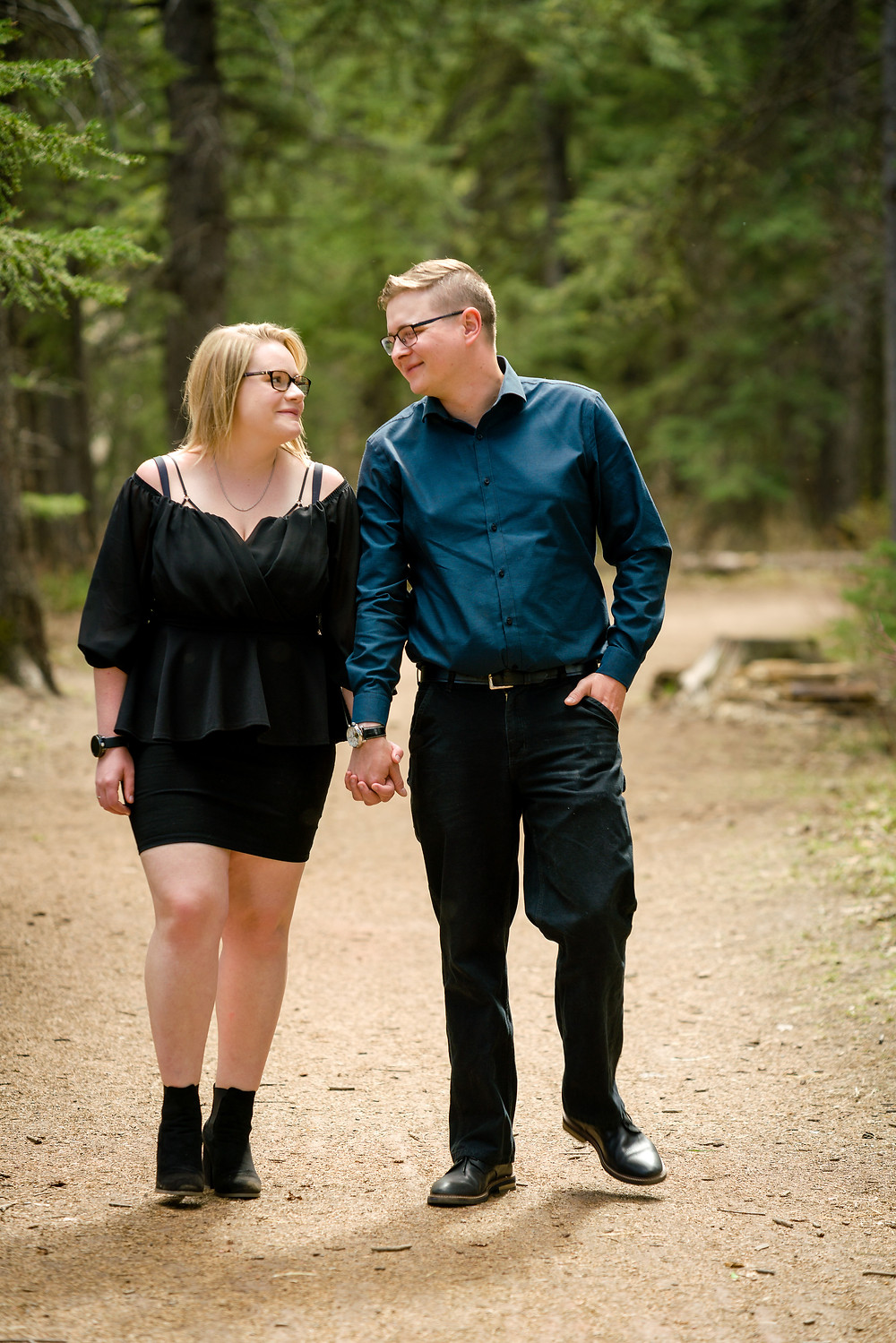 Engagement Photos Walking in a path in Fish Creek Provincial Park, Calgary