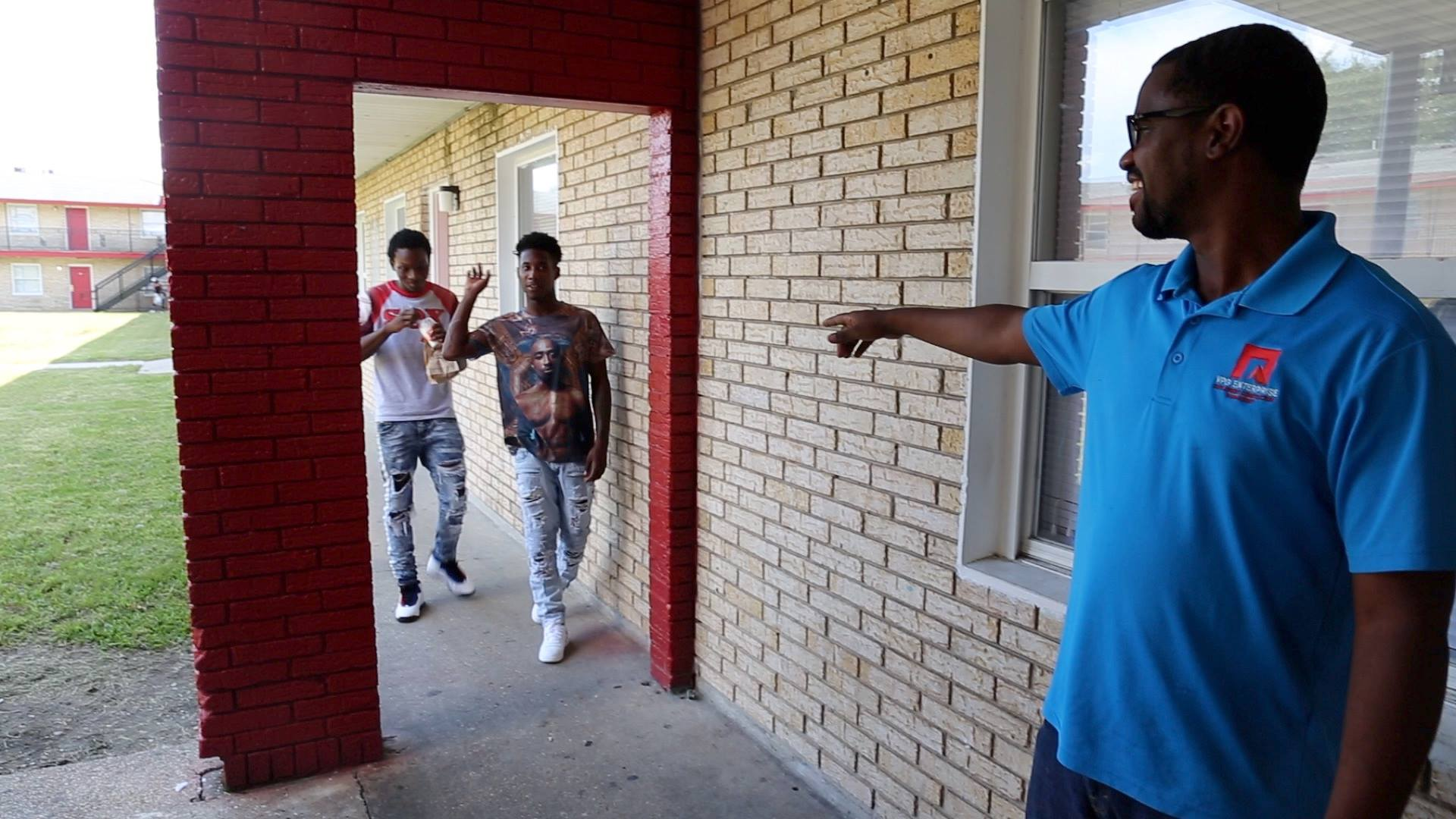 In 1 Algiers apartment complex, a developer hopes to reverse crime trends.