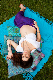 fotos_fotografia_ensaio_book_gestante_gravida_bebe_amor_colorido_grama_sitio_fazenda_natur