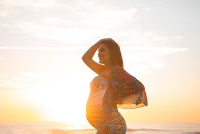 ensaio-feminino-gestante-praia-nascer-do-sol-praia-brava-canto-do-morcego-balneario-cambor
