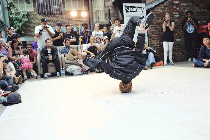 breakdance-1450054_1280.jpg