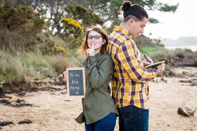 Photographier une annonce de grossesse pendant la séance