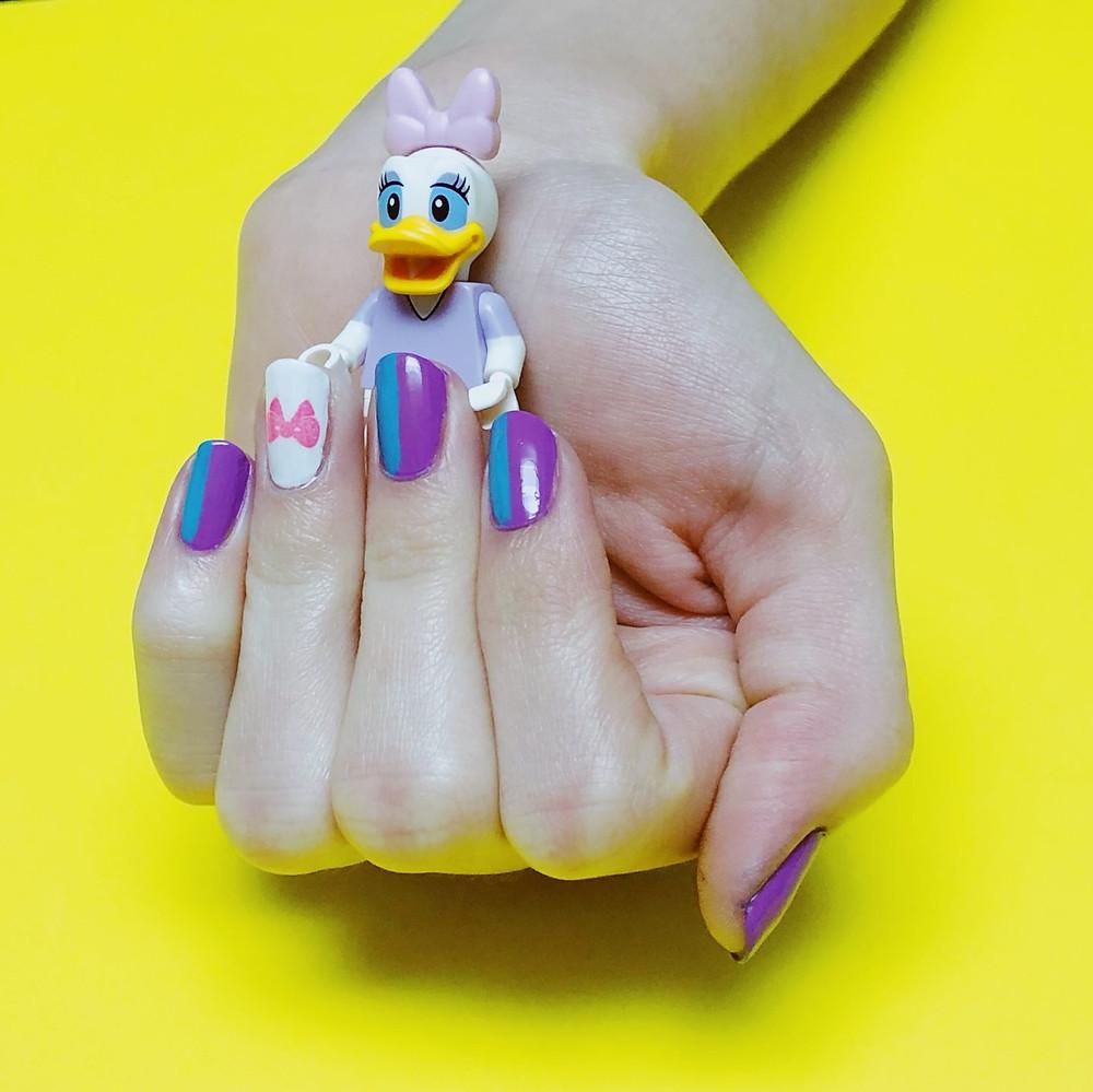 Daisy Duck Nail Art