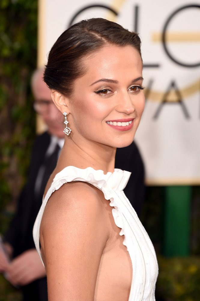 Alicia Vikander+Golden+Globes+2016+4