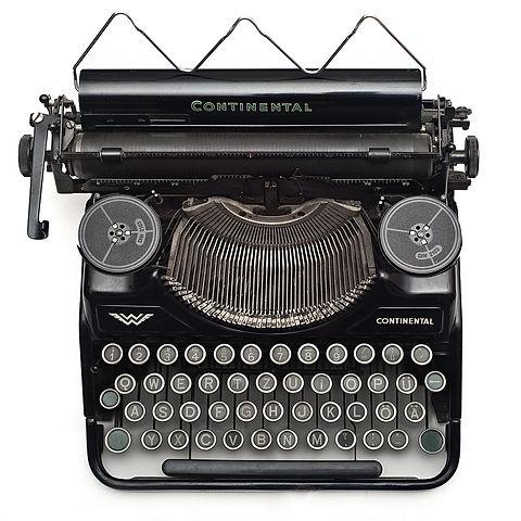 typewriter-vintage-102100.jpg