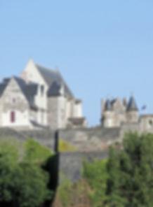 castle-2947840_1920_edited.jpg