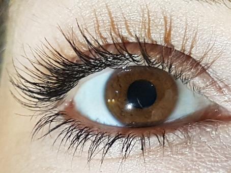 Eyelash health: Eyelash growth serums