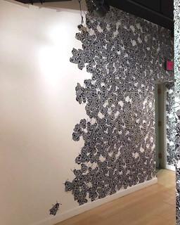 Bee Wallpaper, Installed
