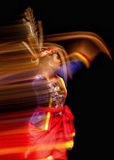 Danseuse folklorique en mouvement