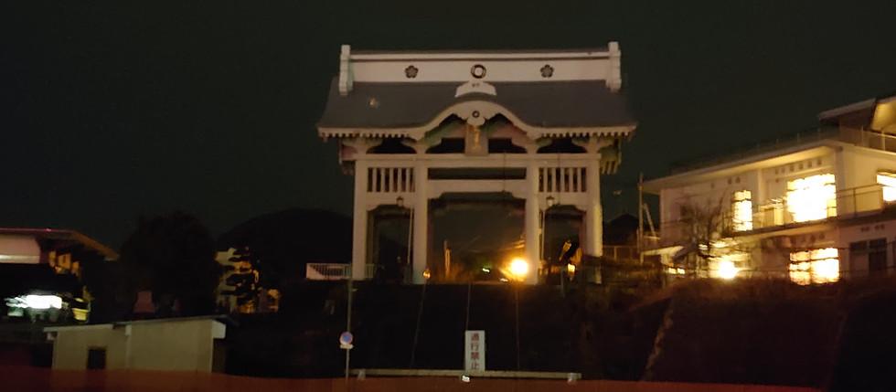 夜の仁王門