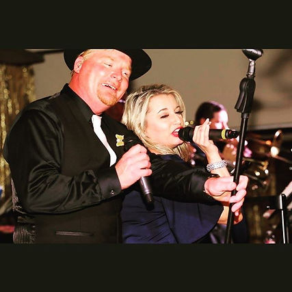 Karen & Michael Wall Lead singers for Uptownphunkband