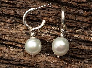 Round-Pearl-Lindy-Stud.jpg