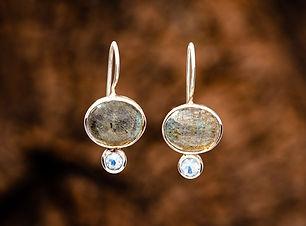 Labradorite-Oval-Cabochon-with-Rainbow-M