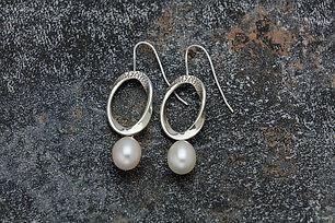Möbius-Shepherd's-Hook-Earrings-with-Pea