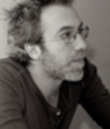 Art-thérapie multi-mediums à Paris : musicothérapie, mouvement, cinéma... Stéphane Arnoux, art-thérapeute