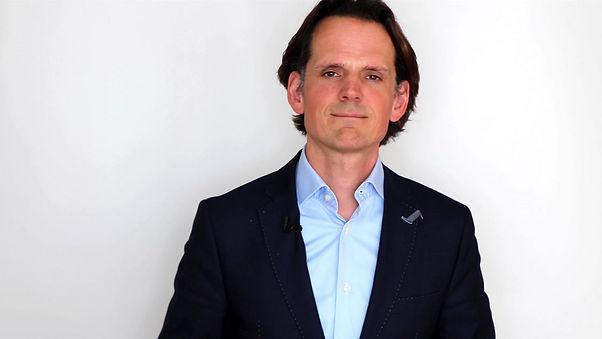 Wie is presentatie-expert Gerben van Driel, waarom ik de beste presentatietrainer ben en je kan helpen beter presenteren.