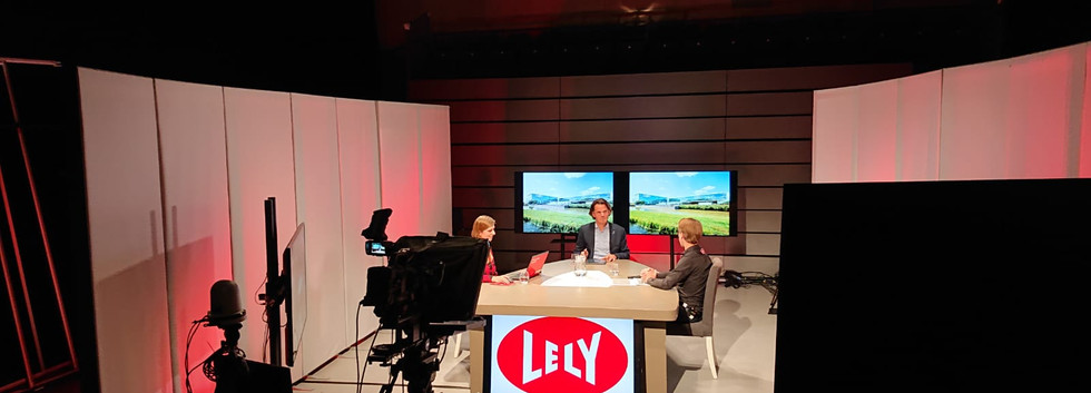 Gerben met Berend Gras Head of Lely Technical Support Services.jpeg