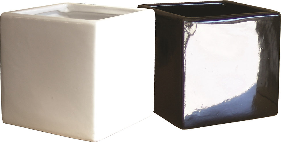 Ceramic pots in black or white 14cm