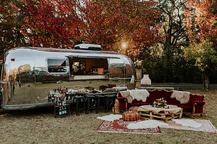 1.The_Airstream_Social_Vintage_Mobile_Ca