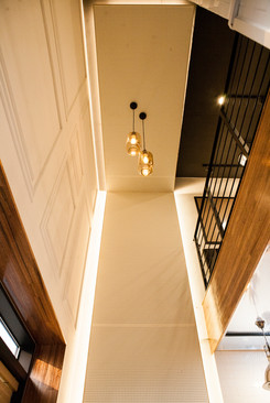 복층과 벽면 우드 데코레이션