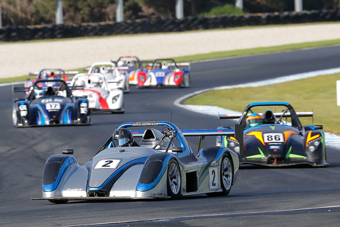 Shaw wins whilst Smith closes down title points lead