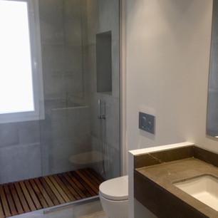Baño con ducha de obra
