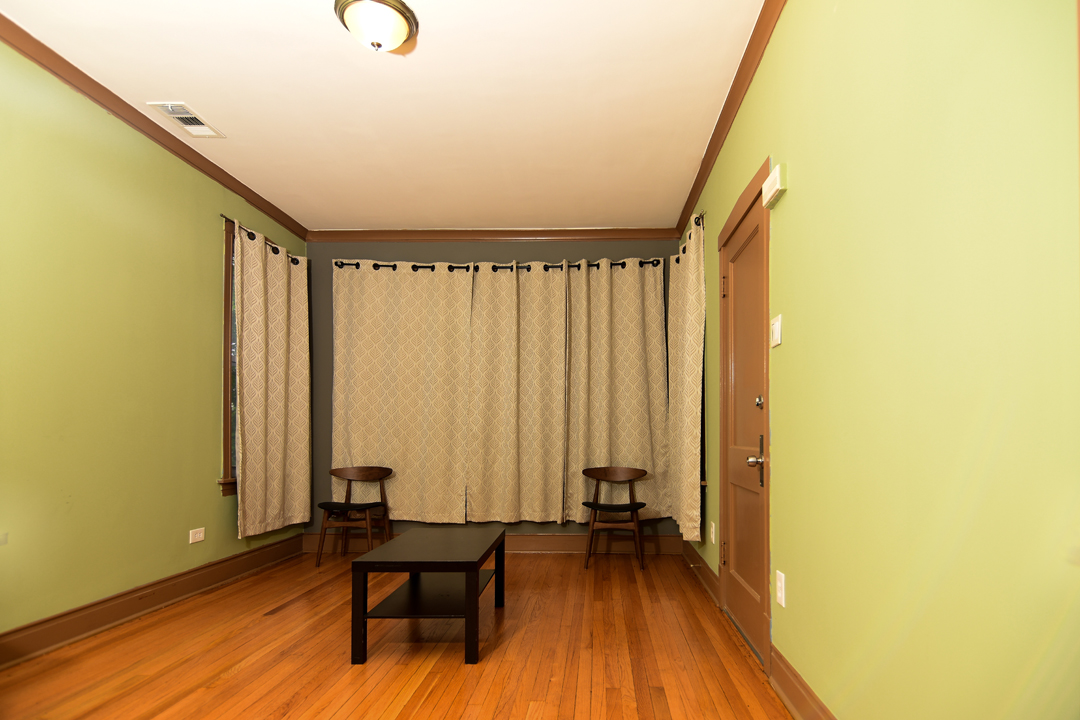 Living Room pict 02