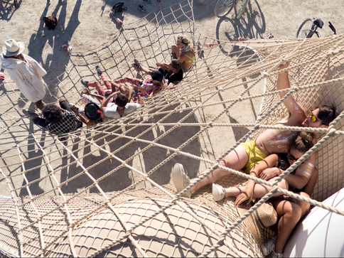 Players feel each other through the vibration of the nets and columns.