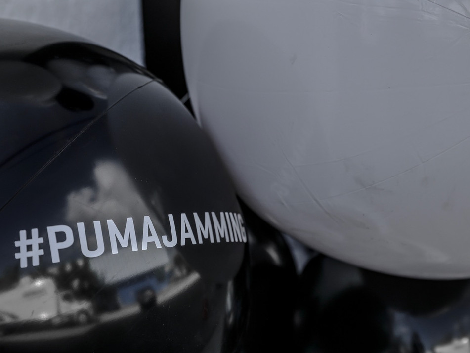 Pneuhaus PUMA Brand Experience Immersive Experiential Installation Miami Basel Festival Interactive Art Inflatable Art Ball Pit Game Play All Ages Sneakers Streetwear Beach Ball Jamming #Pumajamming black and white experimental environmental art decorative doorway event design temporary event space theatrical creative sneaker debut art fair maximal display design