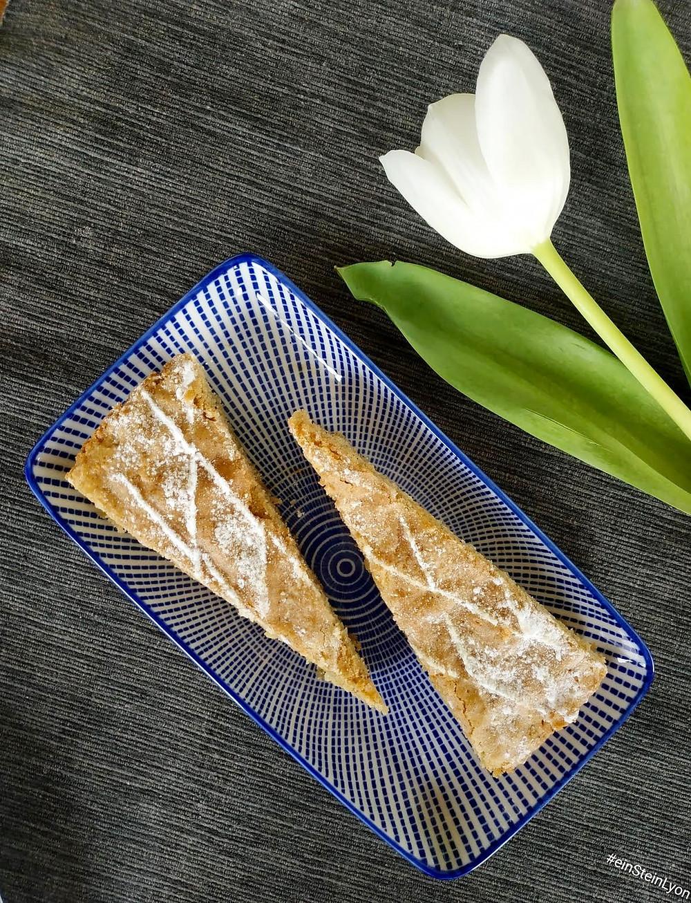 Cardamom Cinnamon Cake by einSteinLyon