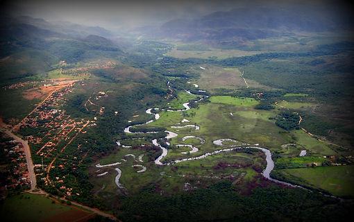 A Direita o Parque Nacional da Serra do Cipó