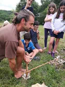 allumage de feu à la préhistorique