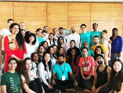 Sri Sri School of yoga AOL Indija 1.jpg