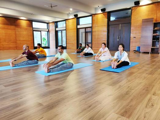 Sri Sri School of yoga AOL Indija.jpg