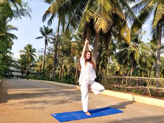 Sri Sri School of yoga AOL Indija.png