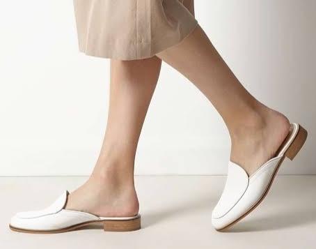 Trend: Mules, loafers y otras opciones de zapatos de piso para lucir profesionales