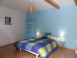 gite-le-belvedere-chambre-bleu-pmr