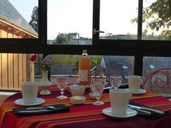petit-dejeuner-en-veranda-depuis-Les-Terrasses-Royales