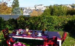 petit-dejeuner-dans-jardin-depuis-Les-Terrasses-Royales