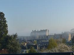 brumes-de-printemps-sur-chateau-Amboise-depuis-gite-le-point-de-vue-de-Leoanrd