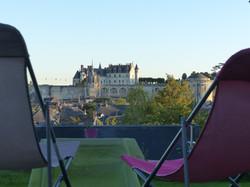 chaises-longues-depuis-terrasses-royales-face-au-chateau