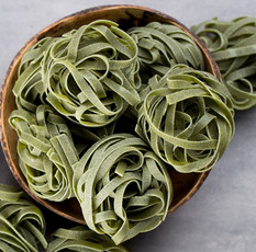 fresh-spinach-with-green-pasta-gray-back