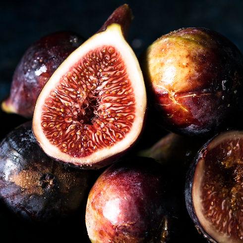 close-up-autumn-figs-plate.jpg