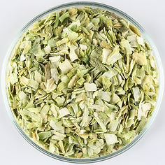 dried-leek-scallion-flakes-plate.jpg