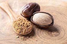 whole-nutmeg-nuts-spoon-with-nut-powder-