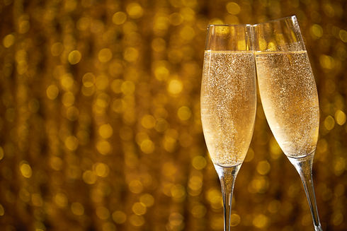 two-glasses-of-champagne-on-shiny-bokeh-