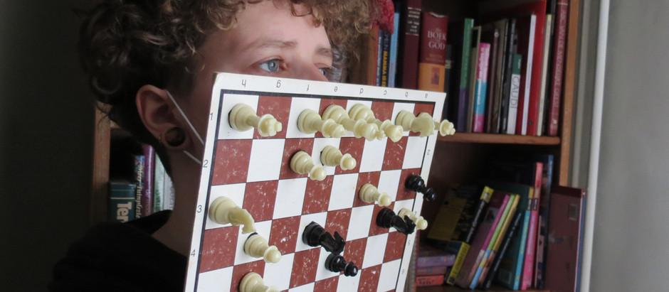 Als het buiten regent spelen we binnen schaak.