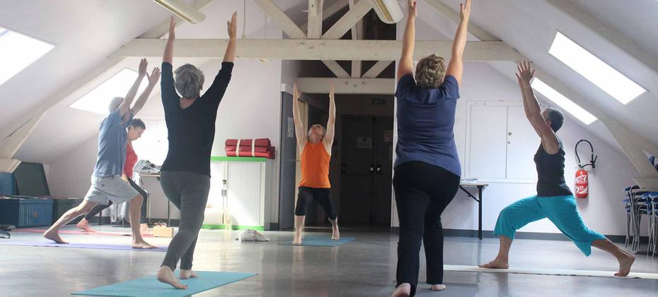 yoga-relaxation-pour-adultes-atelier-mai