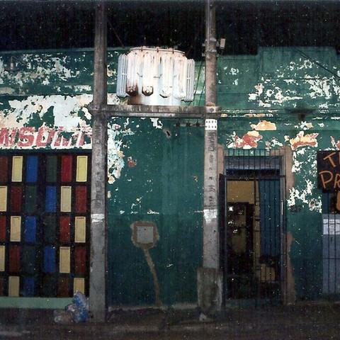 1994 - Registro da primeira fachada/sede do Teatro da Praia localizado na Rua Senador Almino 227